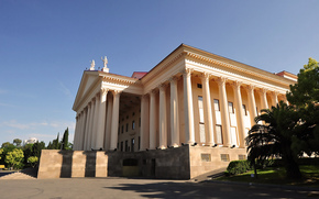 Russia, città, Sochi, Teatro d'Inverno, colonna, teatro, costruzione, Palme, cielo