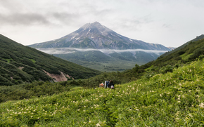 Russia, Kamchatka, landscape, Mountains, people, tourists, backpack, grass