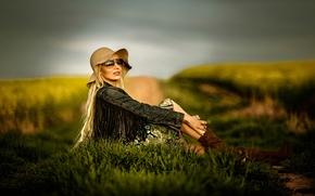 девушка, модель, поза, джинсовка, шляпа, очки, стиль, поле