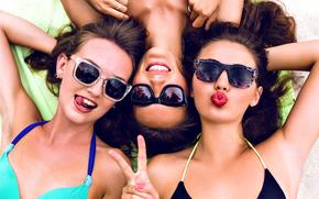 Meninas, humor, óculos, dedos, gesto, verão