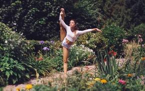 ragazza, ballerina, posa, pantaloncini, piedi, giardino, Fiori