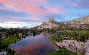 Catedral de Upper Lake, Parque Nacional de Yosemite, Sierra Nevada, EE.UU.