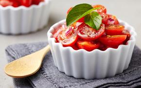 салат из помидоров, салат, помидоры, ложка, салфетка