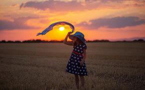 девочка, платье, шляпа, косынка, закат, поле, жнивьё, настроение