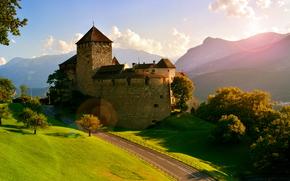 Castello di Vaduz, Vaduz, Liechtenstein, Alpi, Castello di Vaduz, Vaduz, Liechtenstein, Alpi, castello, stradale, Montagne, alberi
