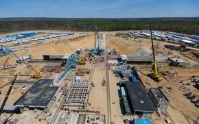 Tavolo di lancio, Spaceport, orientale, costruzione, gru, foresta, cielo, sabbia, Russia, Roscosmos