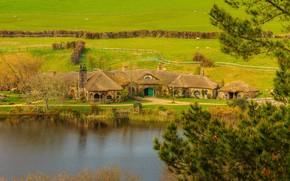 Hobbiton фильм снимается в Матамата, Новой Зеландии, река, дома, поле, пейзаж