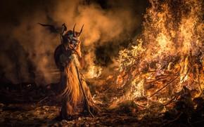 Italy, Feast of San Nicholas and Krampus, Krampus Tarvisio, Krampus, Tarvisio, demon, kastёr, fire