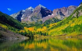 Maroon Bells, Colorado.ozero, Montagne, alberi, autunno, paesaggio