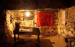 Sede partidistas, Catacumbas, Odessa, Ucrania, tabla, bandera, urss, lámpara, radio, mapa, piedras, HABITACION, interior, historia, ciudad