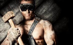 фотокартина, печать на холсте на заказ Украина ArtHolst парень, работяга, очки, кувалда, молот