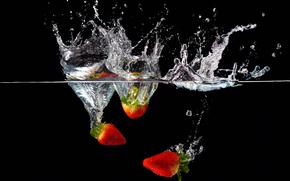 фотокартина, печать на холсте на заказ Украина ArtHolst жидкость, вода, клубника, брызги
