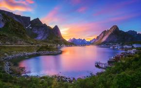 Arquip?lago de Lofoten, Gravdalsbukta, Nordland, Noruega, Reine, Rhein, As Ilhas Lofoten, Bay gravdal, aldeia, ba?a, Montanhas, p?r do sol