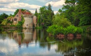 Scotney Castillo Viejo, Lamberhurst, Kent, lago, árboles, castillo, paisaje