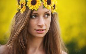 Nicole Pogmore, ragazza, lentigginosa, lentiggini, volto, visualizzare, ghirlanda, Fiori, Girasoli, ritratto, stato d'animo