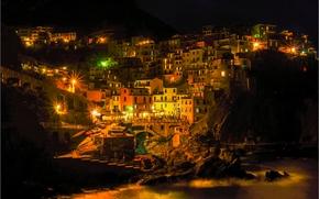 Manarola, Cinque Terre, Italia, noche, luces
