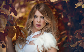Jolie Louise, модель, взгляд, перья, ветки, листья, стиль, настроение