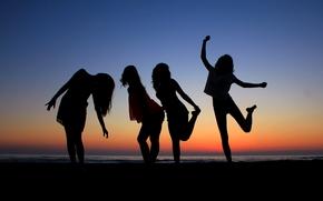 закат, море, силуэты девушек, настроения