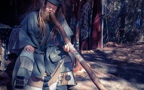 didgeridoo, wind instrument, muzhik, dreadlocks, beard, hat