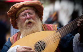 lute, musical instrument, old man, beard, glasses, singing