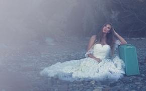 Mariah Burden, платье, чемодан, камни, дымка, настроение