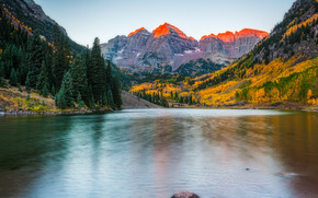 : Maroon Bells, Colorado.ozero, Mountains, trees, autumn, landscape