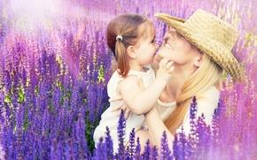 девушка, девушки, симпатичная, лаванда, цветы, лето, поле, настроение, мама, дочь, девочка, ребенок, поцелуй