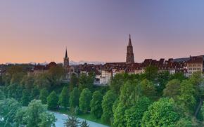 Salida del sol después de la lluvia, Berna, río, ciudad