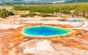 Colorful eau du bassin à Yellowstone, Parc national de Yellowstone, paysage