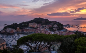 Sestri Levante, Liguria, Italy, Italian Riviera, Bay of Silence, Bay of the Fables, Ligurian Sea, Сестри-Леванте, Лигурия, Италия, Итальянская Ривьера, Лигурийское море, залив, море, мыс, побережье, здания, закат, панорама