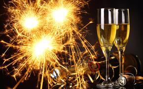 Champagne, verres à pied, feux d'artifice