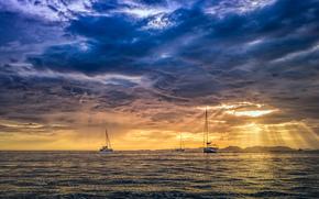 Pôr do sol humor no mar de Andaman perto de Krabi, Tailândia, paisagem
