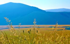 Италия, горы, поле, небо