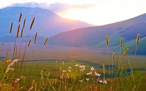 Италия, горы, поле, небо, солнце