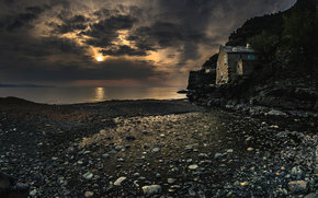 море, берег, камни, строение, тучи, мрачно