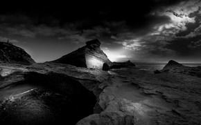 берег, камни, строение, тучи, черно-белое, монохром