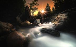 водопад, солнце, камни