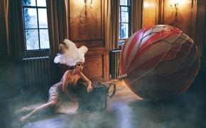 Marianna Saver, модель, перья, воздушный шар, на полу, ситуация