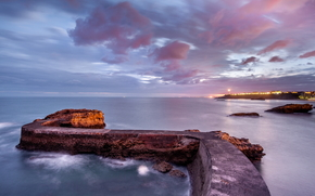море, океан, водоем, камни, скалы, небо, вечер, огни