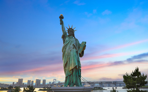Giappone, Statua della Libertà a Odaiba (copia), città