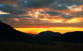 通过Kisenok角色, 山, 天空, 光, 空气, 日落