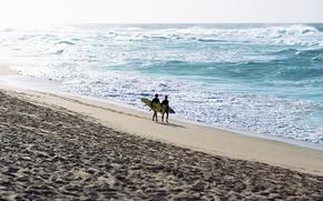 спорт обои, обои с парнями, парни, спортсмены, небо, лето, отдых, море, вода, океан, волны, брызги, пена, пляж, песок, сёрфинг