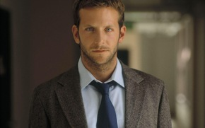 http://st.gde-fon.com/wallpapers_preview/s/48468_bryedli-kuper_or_bradley-cooper_small_(gdefon.ru).jpg
